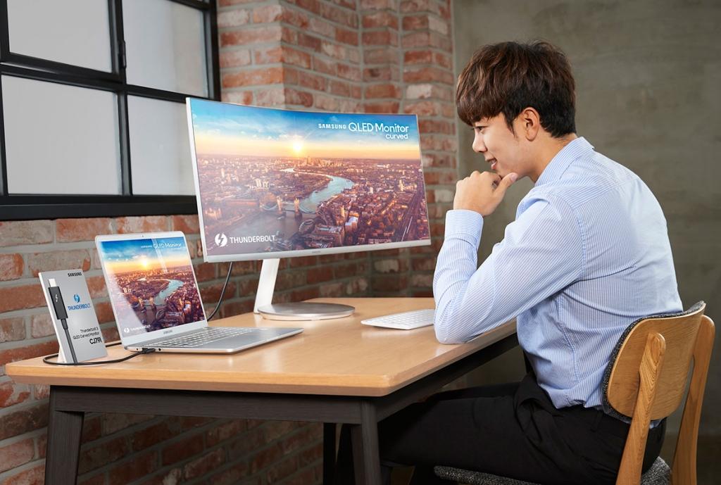 삼성전자, CES 2018서 '썬더볼트3' 지원 'QLED 커브드 모니터' 공개