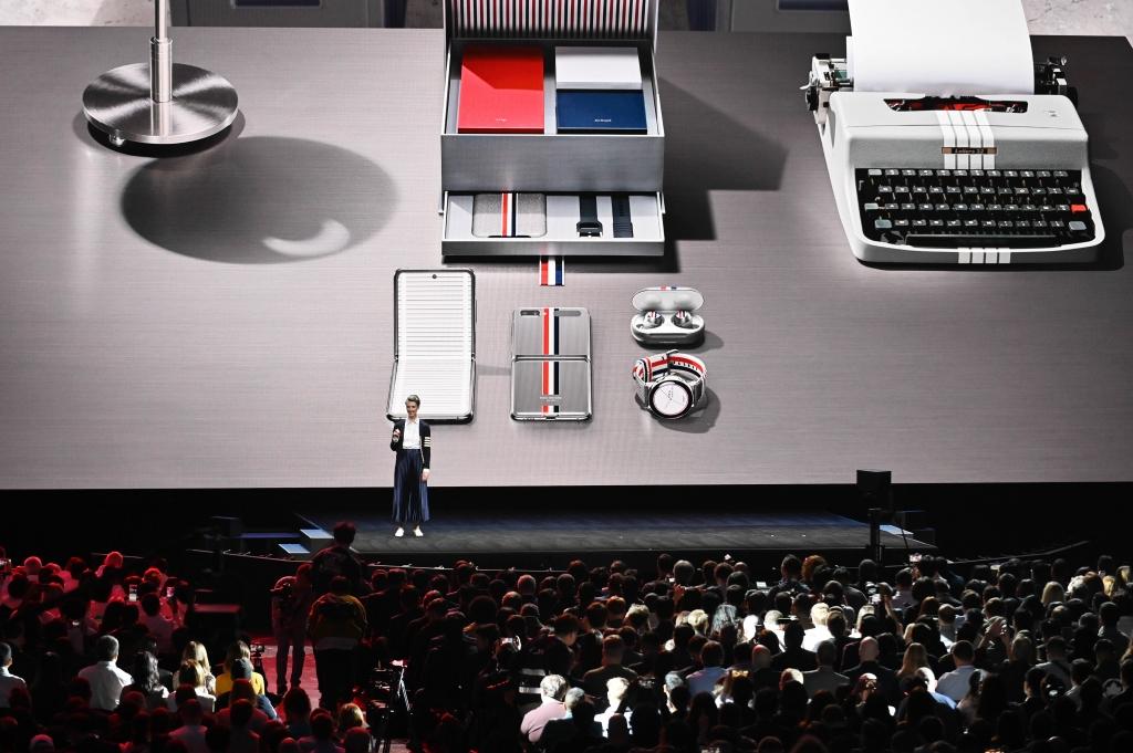 '새로운 폴더블폰-카메라 혁신'에 환호…'갤럭시 언팩' 현장 한눈에 보기