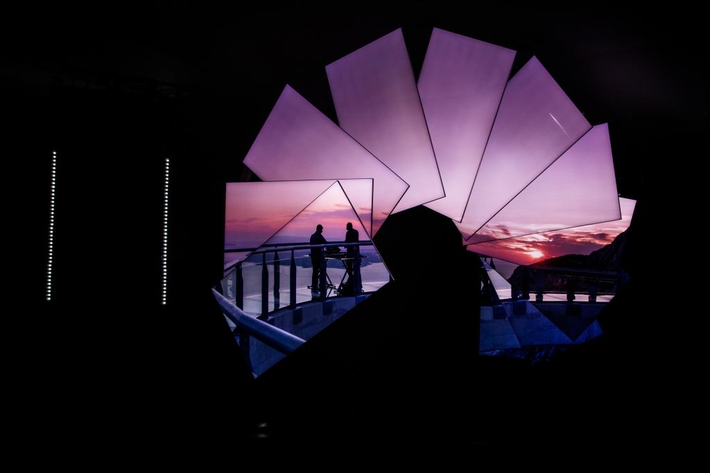 삼성 Neo QLED, 영국 사치 갤러리에서 빛나다